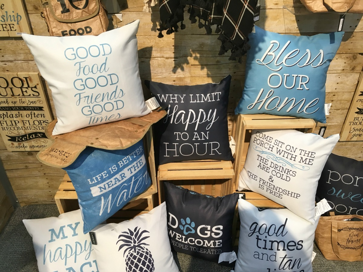 text decor trends pillows
