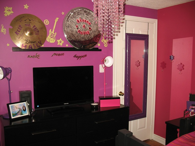 Pink-wall-Bedroom-decor-kids